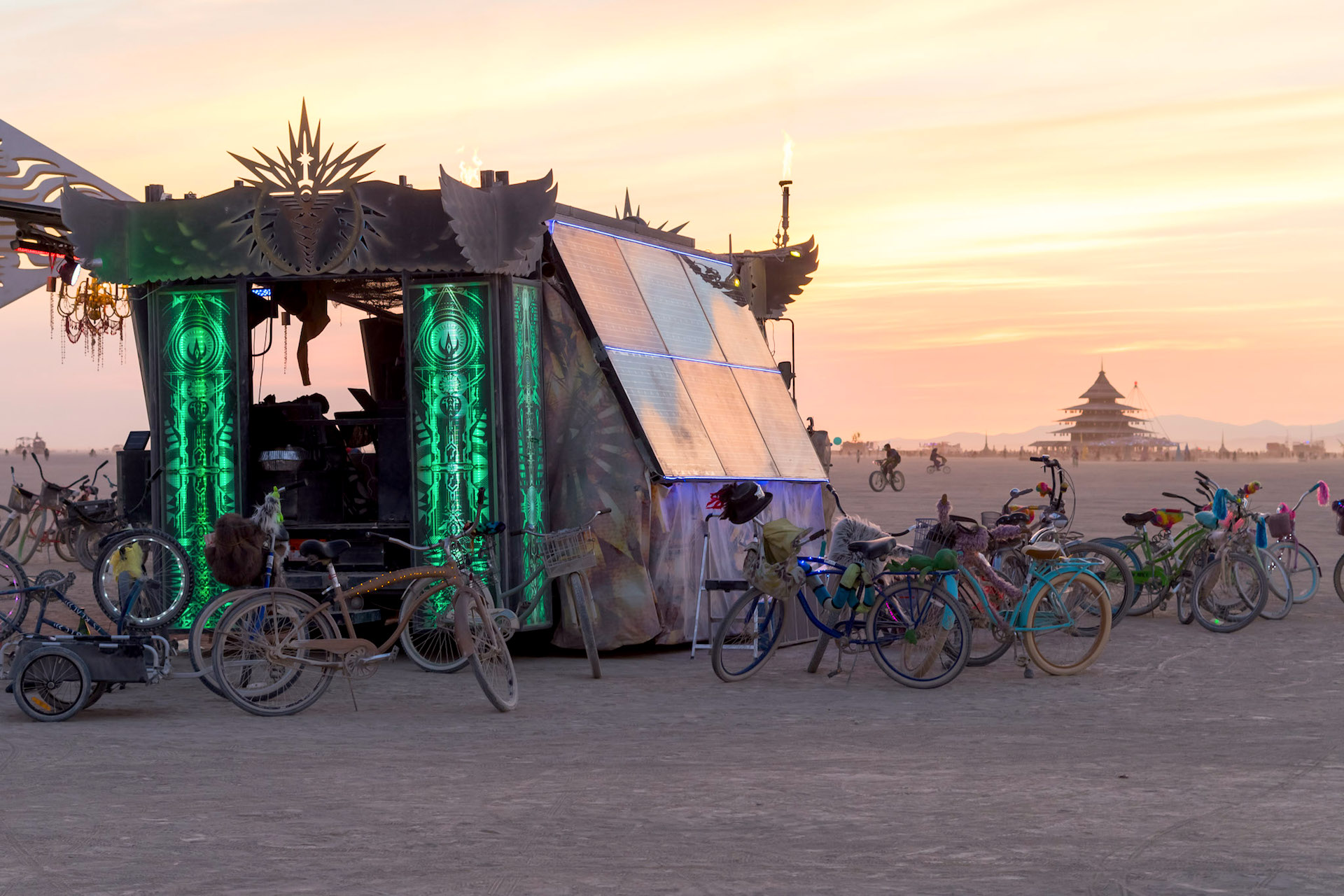 Sonnenglas Lantern Offical Website Ivanpah Solar Power Facility Electricity Generation System A Powered Mobile Soundstage At Burning Man 2016 Solarbeatz